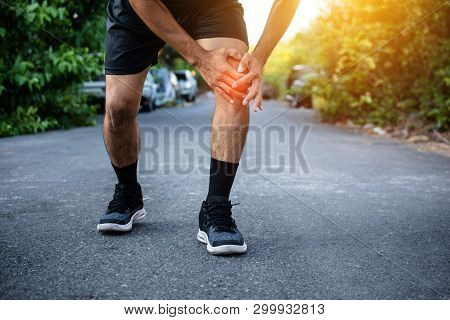 Man Knee Pain While Jogging,sport Running,man Knee Pain While Jogging,sport Running