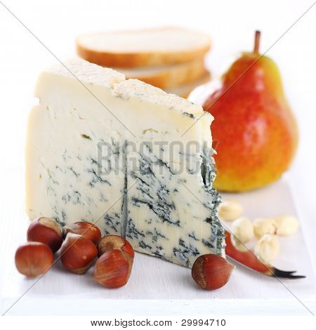 pear, blue cheese and walnuts on wooden board