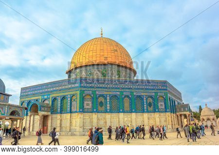 Jerusalem, Israel - Jan 2, 2020: Dome Of The Rock, Islamic Shrine On The Temple Mount In The Old Cit