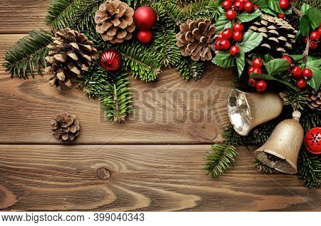 Christmas border design on the wooden background. christmas tree branches background. fir tree branches and christmas ornaments on wooden background. copy space