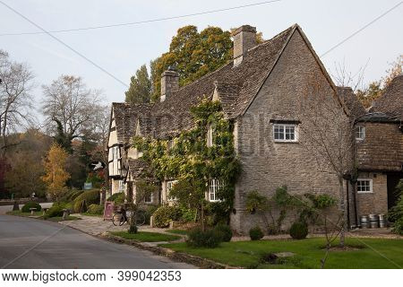 The Old Swan Public House In Minster Lovell In Oxfordshire In The Uk, Taken On The 19th October 2020