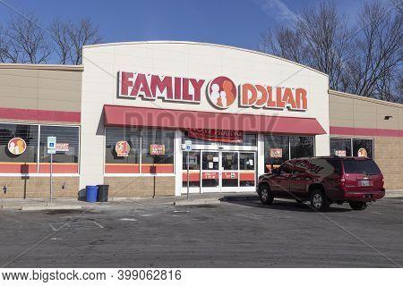 Indianapolis - Circa December 2020: Family Dollar Variety Store. Family Dollar Is A Subsidiary Of Do