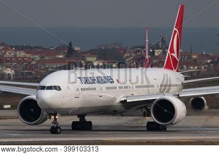 Istanbul / Turkey - March 27, 2019: Turkish Airlines Boeing 777-300er Tc-ljj Passenger Plane Departu
