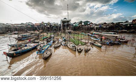 Tonle Sap Lake, Cambodia - December 2015: Floating Village Of Komprongpok At Tonle Sap Lake In Cambo