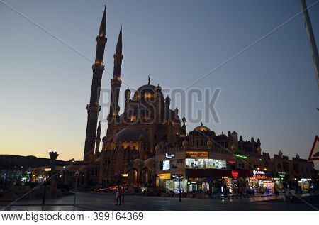 Al Mustafa Mosque in the Old City of Sharm El Sheikh. Beautiful modern mosque in the middle of the city square. Sharm El Sheikh, Egypt on November 7, 2020