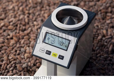 The Humidity Meter Measures The Moisture Levels Of The Cocoa Beans. Measure The Humidity Of The Samp