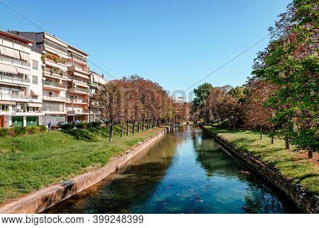 Trikala / Greece - October 11 2020: Autumn View Of The Lithaios River That Crosses The City.