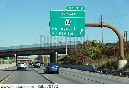 Bluebell, Pennsylvania, U.s.a - October 17, 2020 - The View Of The Traffic On Interstate 476 South B