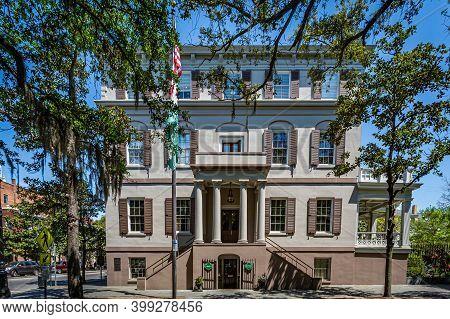 Savannah, Ga / Usa - April 21, 2016: Juliette Gordon Low House On The Corner Of Bull And Oglethorpe