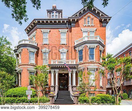 Savannah, Ga / Usa - April 22, 2016: The Kehoe House Is Located The Northwest Corner Of Columbia Squ