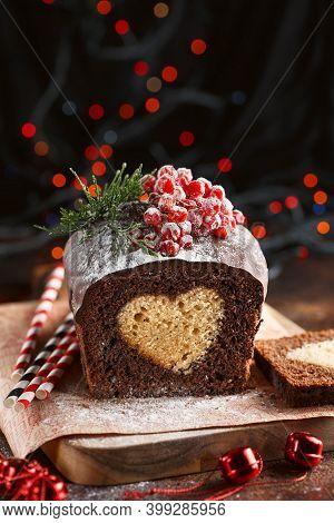 Christmas Cake. Chocolate Cake Cutaway. Christmas Baking. Preparations For The Holiday. Christmas De
