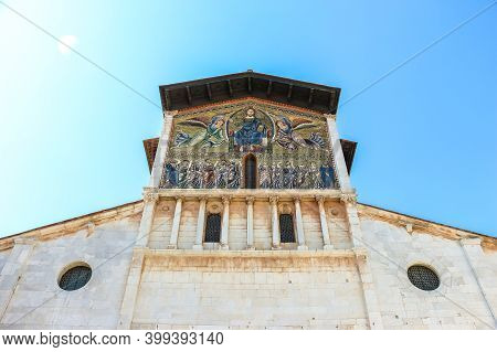Lucca, Italy - Circa September 2018. Beautiful Architecture Of Catholic Church (basilica Di San Fred