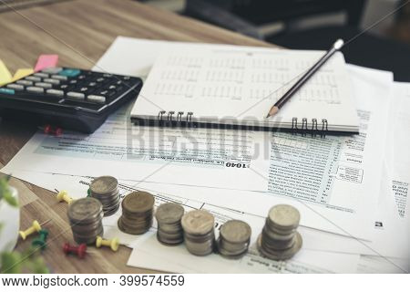 Individual Income Tax Return Form And Calculator For Who Have Income According To United States Law.
