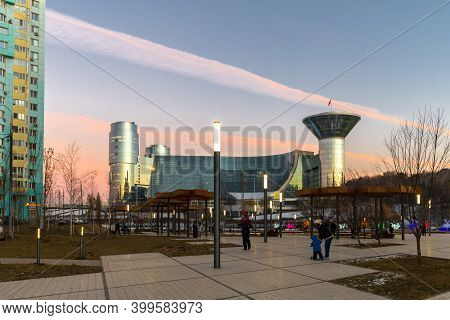 Krasnogorsk, Russia - 06 Dec 2020. Main Square On Zhivopisnaya Embankment Overlooking On House Of Mo