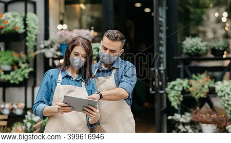 New Working Conditions, Online Ordering Via Internet And Coronavirus Quarantine. Young Lady And Man