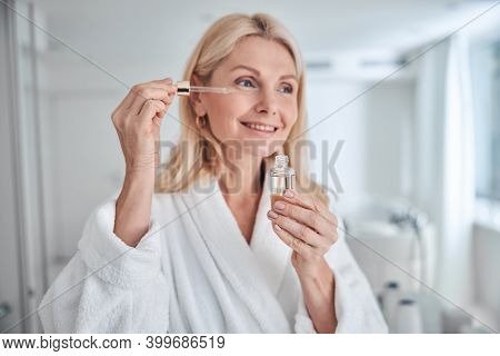 Pretty Elegant Woman Using Natural Cosmetic Product For Hydrated And Facial Healthy Derma