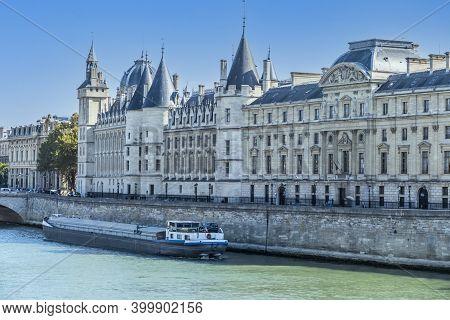 Paris, France - 09-12-2018: The Seine River And The Conciergerie In Paris