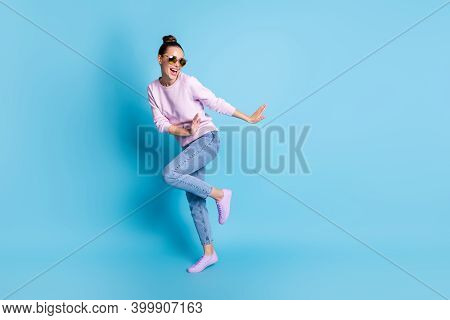 Full Body Photo Of Positive Cheerful Girl Enjoy Rejoice Dance Discotheque Wear Good Look Sweater Sne