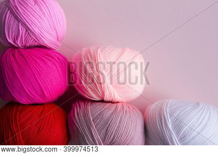 Columnarized Acrylic Yarn On A Pink  Background. A Graph In The Form Of A Nuanced Gradient. The Ball