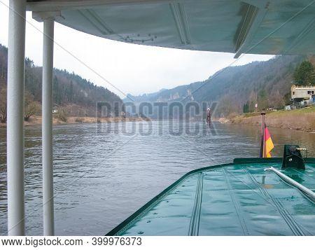 The Rathen Ferry Is A Passenger Cable Ferry That Connects Oberrathen And Niederrathen. It Is A React