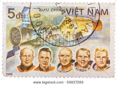 Stamp Printed In Vietnam Shows Apollon Soyuz Test Project Crew Slayton, Stafford, Brand, Leonov, Kub