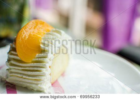 Peach Creamy Cake