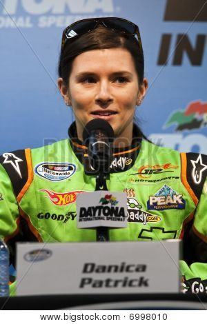Nascar:  February 11 Drive4Copd 300