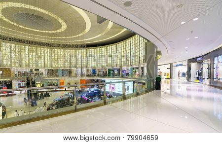DUBAI - OCTOBER 15: The Dubai Mall linterior on October 15, 2014 in Dubai, UAE. The Dubai Mall located in Dubai, it is part of the 20-billion-dollar Downtown Dubai complex, and includes 1,200 shops.
