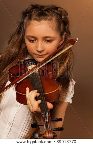 One girl playing the violin on gel background