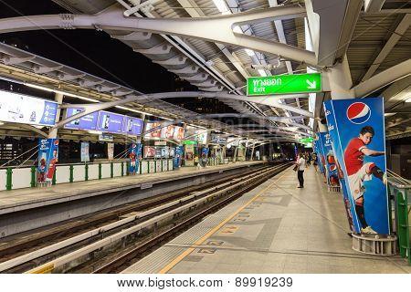 BANGKOK, THAILAND, JANUARY 12, 2015: Passengers waiting for the Bangkok Mass Transit System (BTS) public skytrain at the Thong Lor station , Bangkok, Thailand