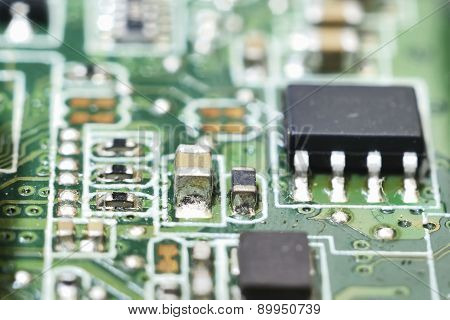 Microcircuit (ic)