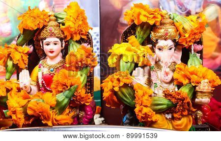 goddess lakshmi and lord ganesha statue pray concept poster