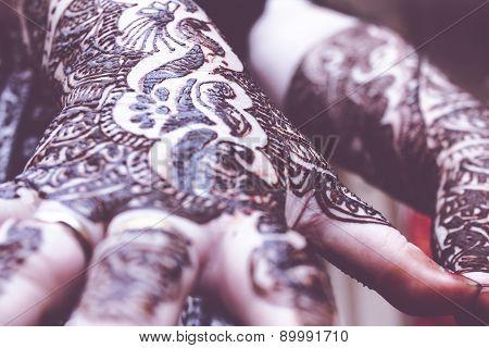 Designing Heena Is On Both Hands Of Hindu Bride