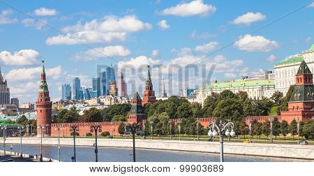 Moscow skyline - panorama of Moscow city center with Kremlin Moscow City duistrict Moskva River poster