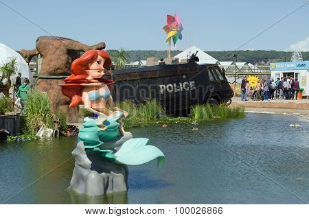 Little Mermaid And Toxic Lake, Dismaland