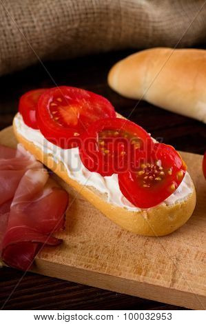 Crispy Baguette With Cream Cheese And Tomatoes