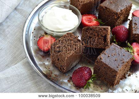Chocolate sponge cake with strawberries