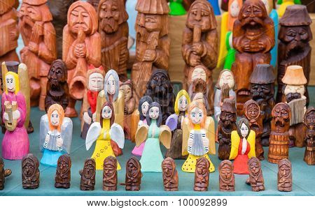 The variety of wooden souvenir figurines.