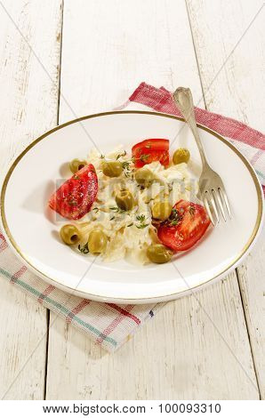 Pasta Salad With Olives And Tomatoes