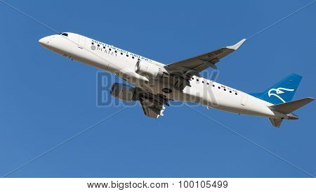 Embraer Erj-190Lr Soars Into The Sky