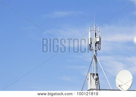 Receiving And Transmitting Antenna  Cellular Communications On The Roof