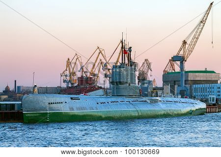 Port, Submarine