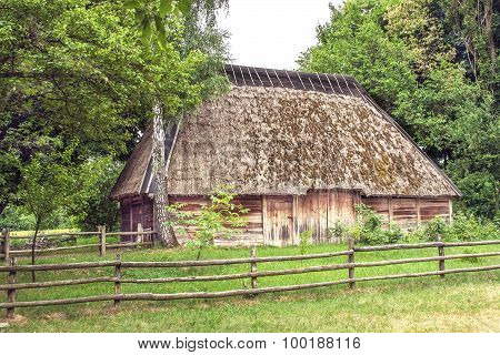 Ukrainian Wooden Barn Thatched Locked Uph