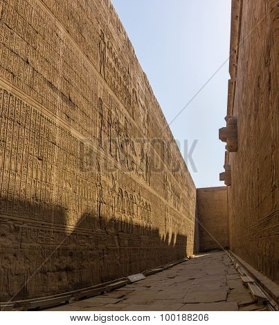 Horus Edfu Detail