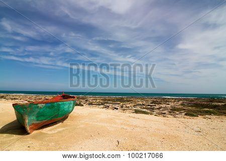 Polignano a Mare single boat on the cliff coast