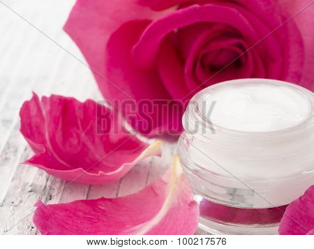 natural facial cream with roses, fresh as roses