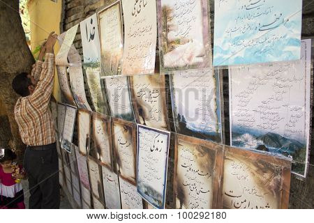 Iranian vendor sell paintings