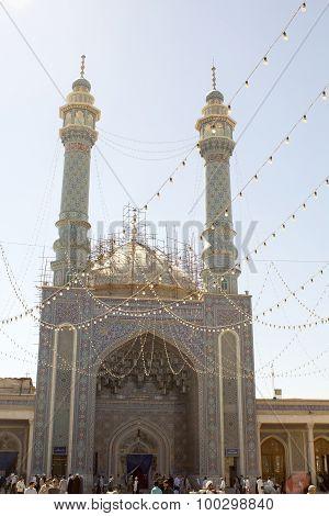 Door of The shrine of Fatima Almasomh
