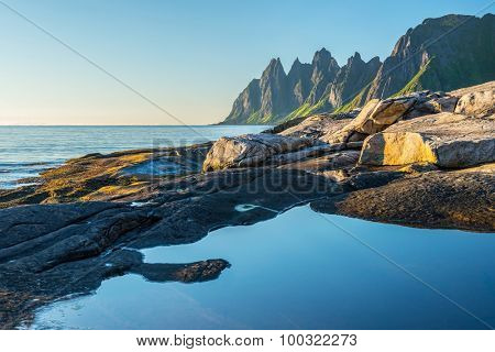 Rock Davil's Jaw. Norwey,island Senja