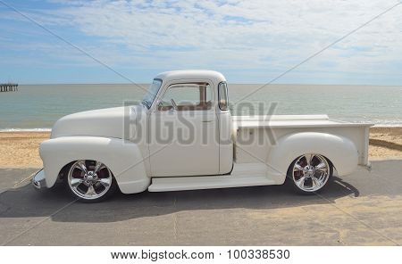 White 1952 Chevrolet pickup